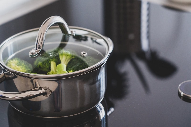 cleaning stainless steel pans